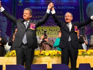Fernández y Medina en la proclamación de la candidatura del mandatario.