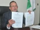 Ángel Estévez mostró copias de los permisos otorgados en noviembre 2015.