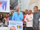José Montás se dirige a decenas de seguidores en un acto.
