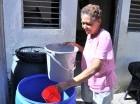 Amas de casa reutilizaron el agua durante la baja en el suministro.