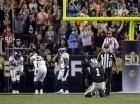 Cam Newton, de los Panthers de Carolina, queda hincado en el césped luego de soltar el balón en la segunda mitad del Super Bowl 50 ante los Broncos de Denver el domingo 7 de febrero en Santa Clara, California.