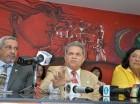 El doctor Waldo Suero anuncia paro nacional junto a la coalición de gremios.