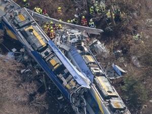 Personal de rescate acudió de inmediato a la escena del accidente.