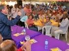 Reinaldo Pared Pérez habla ante dirigentes en Villa Juana.