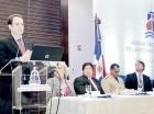 David Candib, vicepresidente de Desarrollo y Operaciones, de Carnival Corporation, expone en el almuerzo de la ANRD.