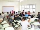 Los estudiantes acudieron ayer a las aulas para ponerse al día.