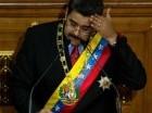 El presidente venezolano Nicolás Maduro se seca la frente mientras pronuncia su informe anual sobre el estado de la nación, en Caracas, Venezuela (archivo).