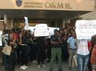 Manifestación en la Universidad Dominicana O & M, por la reposición de una coordinadora académica.