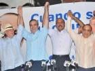Los dirigentes levantan las manos luego de la juramentación de José Montás.