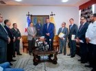El presidente de la JCE, Roberto Rosario, recibió a la comisión del PRM en su despacho ubicado en la sede del organismo.