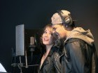 El cantante JJ Sánchez y la actriz Zeny Leyva en el estudio de grabación.