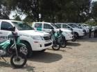 Las unidades forman parte de la flotilla de 10 camionetas, 20 motocicletas y una grúa pettibone, entregadas por el Gobierno.