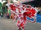 Comparsas y personajes individuales desfilaron por la Máximo Gómez, en el tramo entre las avenidas Bolívar y George Washington, en el cierre del Carnaval de Santo Domingo.