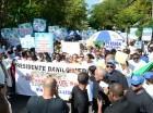Gremios de la salud durante su marcha hacia el Palacio Nacional.