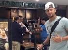 Yuliesky Gourriel en el aeropuerto de Miami.