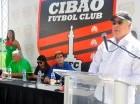 Félix M. García C. agradeció el respaldo de los patrocinadores a Cibao FC. Observan Albert Benaiges (izq.), Noelia Almonte y Manuel Estrella.