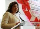 Cedeño habla en la conferencia Women's Leadership Summit.