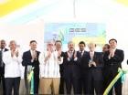 Quincy Lin, junto al presidente Danilo Medina, Rubén Bichara, Jean A. Rodríguez, Tony Issa Condy y Charlie Mariotti, entre otros, durante el acto de apertura de la planta de energía solar.