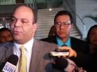 Robert Justo Bobadilla junto a su abogado Félix Portes.