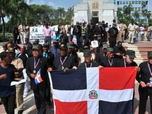 Militares constitucionalistas rindieron honor a los héroes de la revuelta del 24 de Abril de 1965, en un acto en el Altar de la Patria en el que pidieron a la juventud recordar la fecha.