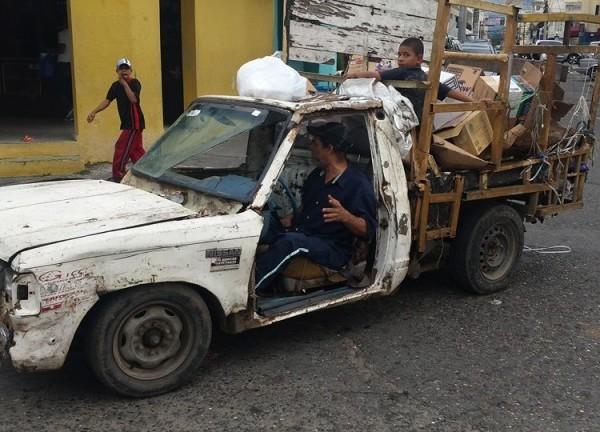 Tendrá placa, revista, seguro y demás documentos al día este vehículo ?