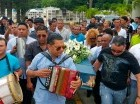 """Al ritmo de merengues como """"Navidad sin mi madre"""", """"La chiflera"""" y """"Homenaje a Tatico Henríquez"""" fue sepultado en el cementerio de El Ingenio el merenguero típico Tomás Santana de la Cruz, conocido como El General Larguito."""