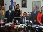 Presidente del Codia junto a directiva presenta informe sobre transporte.