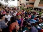 Decenas de personas firmaron para convocar a un referendo