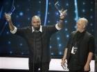 Nicky Jam recibe el premio canción