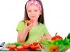 Los niños deben comer balanceado.
