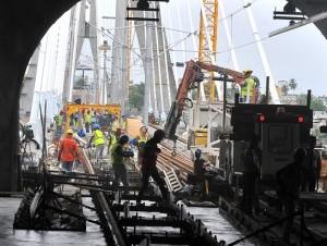 La construcción de la línea 2B del Metro no se detiene, como se aprecia en esta estación ubicada en la avenida San Vicente de Paúl con Venezuela, en Los Mina, y que se comunica con la Eduardo Brito, en la ciudad Capital.