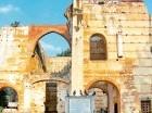 El primer hospital en el nuevo continente se edificó en esta ciudad primada de América. Fray Nicolás de Ovando fue el fundador del Hospital de San Nicolás en el 1503.