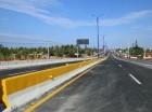 El sistema óptimo de infraestructura vial comprende el elevado a la entrada del Puerto Multimodal Caucedo, un retorno operativo, dos puentes para motocicletas y peatones y el Parque La Caleta.