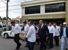El ministro BAutista Rojas Gómez junto a familiares y amigos mientras cargan el ataúd de su hermano Ricardo.