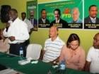 El candidato a diputado por el municipio de Santo Domingo Norte, José García, al ser juramentado por el PTD.
