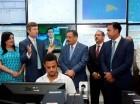 Roberto Rosario durante su visita a la empresa de telecomunicaciones Orange, en la cual recorrió  su centro de facilidades tecnológicas.