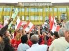 Los manifestantes cruzaron el perímetro de la JCE lanzando consignas.