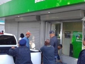 Al banco BHD-León de Puerto Plata le robaron la suma de 5.5 millones de pesos y 43,500 dólares.