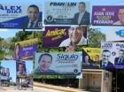 Afiches políticos en San Francisco de Macorís.