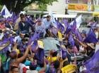 Danilo Medina durante una marcha-caravana en San Cristóbal.