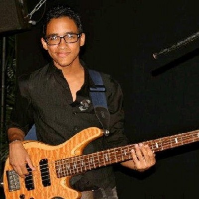 Ernesto Núñez del grupo Becrazy