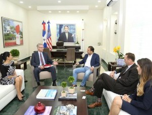 Alcalde Abel Martinez con Jefe Mision Diplomatica USA