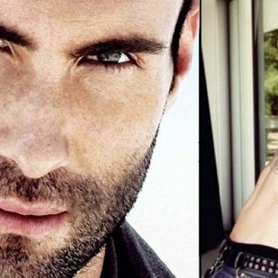 """Adam Levine En el 2013, Adam Levine logró un éxito rotundo junto a su banda """"Maroon 5"""". Tras su nombramiento, el cantante fue portada de varias revistas donde llegó a aparecer completamente desnudo."""