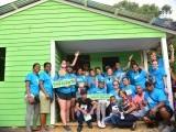Misión estadounidense construye casas a personas necesitadas