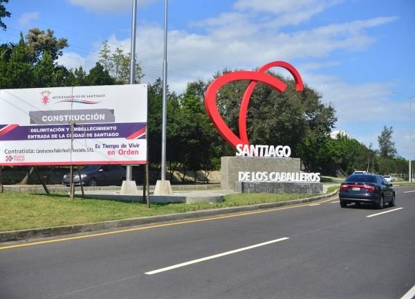 Así luce la nueva entrada de la ciudad de Santiago.