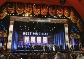 """El elenco y equipo de """"The Band's Visit"""" recibe el Premio Tony al mejor musical"""