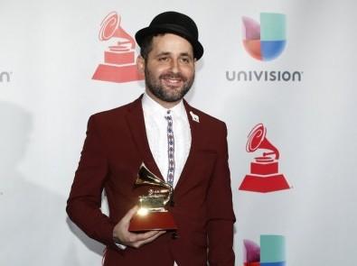 Visitante, ex músico de Calle 13