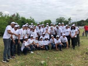 Personal del AIC participaron en la jornada de reforestación.