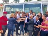 Estudiantes de cinco comunidades de Santiago se benefician con autobuses gestionados por el senador Valentín