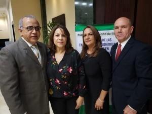 Plutarco Arias, Yolanda de Arias, Rosaura Hernández y Alfre Cruz Hernández